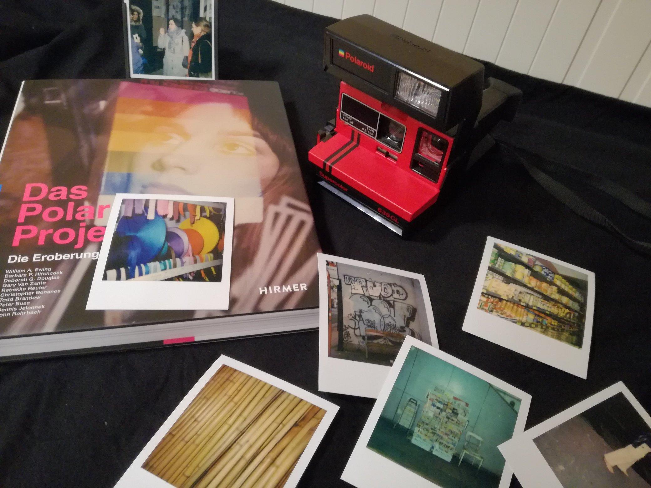 Reportage: Polaroid Photowalk mit WestLicht-Kunstvermittlerin Eva Mühlbacher